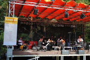 Das Brandenburgische Konzertorchester spielt zur Eröffnung
