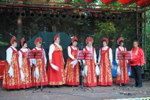 Der Chor IWUSCHKA in traditioneller Kleidung