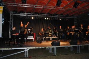 Der Auftritt der Bigband der Musikschule Schwedt heizte die Stimmung schon mal an
