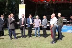 Vorsitzender Danko Jur (l.) mit Förderern und Bürgermeister Fridhelm Boginski (r.) bei der Eröffnung
